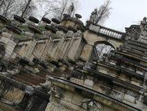 Detalles arquitectónicos del ámbito nacional del monumento de Saint Cloud la gran cascada en Francia foto de archivo