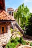 Detalles arquitectónicos del castillo de piedra en estilo mediterráneo Imagen de archivo libre de regalías