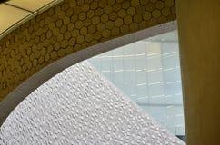 Detalles arquitectónicos dentro de un edificio moderno fotos de archivo
