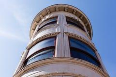 Detalles arquitectónicos en una ventana de la esquina Imagen de archivo