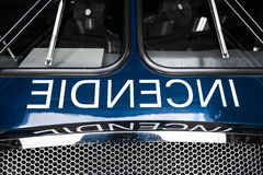 Detalles azules del Firetruck del frente con la fraseología Imagen de archivo