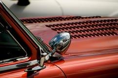 Detalles brillantes del exterior de 2 automotrices clásicos Imagenes de archivo