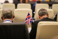 Detalles con la bandera del Reino Unido durante una conferencia de los funcionarios de la uni?n europea fotos de archivo libres de regalías