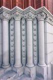 Detalles de columnas en la entrada a Williams Hall en la universidad de Vermont Fotos de archivo