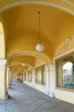 Detalles de edificios antiguos con los arcos Imagen de archivo