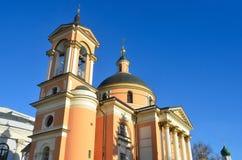 Detalles de la arquitectura de la iglesia antigua de c de St Barbara después de la reparación Calle de Varvarka, Moscú Foto de archivo libre de regalías