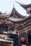 Detalles de la arquitectura del chino tradicional en el templo Chongqing de BaoLunSi foto de archivo
