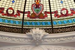 Detalles de la artesanía en el moldeado de la cornisa del yeso Foto de archivo