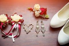 Detalles de la boda Ramo y accesorios de la novia y del novio Imágenes de archivo libres de regalías