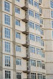 Detalles de la casa bajo construcción Construcción del edificio residencial de varios pisos fotos de archivo libres de regalías