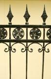Detalles de la cerca del hierro labrado Fotos de archivo