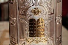 Detalles de la cubierta de la voluta de Torah Foto de archivo
