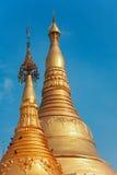 Detalles de la decoración del chapitel de la pagoda Shwedagon de Myanmar en la ciudad de Rangún Fotos de archivo libres de regalías