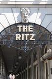 Detalles de la entrada del hotel de Ritz. Imagen de archivo