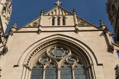 Detalles de la fachada de la iglesia Imágenes de archivo libres de regalías