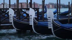 Detalles de la góndola de Venecia almacen de video