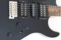 Detalles de la guitarra eléctrica aislados en blanco Imágenes de archivo libres de regalías