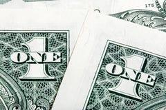 Detalles de la pila de un tiro del primer de los billetes de dólar imágenes de archivo libres de regalías