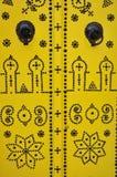 Detalles de la puerta amarilla Túnez del clavo Imagen de archivo libre de regalías