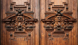 Detalles de la puerta de un palacio rico antiguo Imágenes de archivo libres de regalías