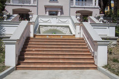 Detalles de las escaleras del chalet Imágenes de archivo libres de regalías