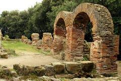 Detalles de las ruinas viejas en Cumae Foto de archivo