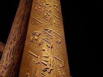 Detalles de los jeroglíficos en el gran obelisco en Luxor Temple Egipto fotos de archivo libres de regalías