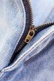 Detalles de los tejanos en cremallera, bolsillos Imagen de archivo libre de regalías