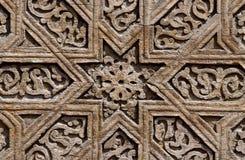 Detalles de madera de la tumba medieval del ` s de Karakhanid en Uzgen, región de Osh, Kirguistán, sitio del estampado de flores  fotografía de archivo