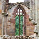 Detalles de una abadía escocesa vieja olvidada Foto de archivo libre de regalías