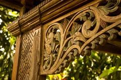 Detalles de una madera fina que tallan arte Foto de archivo