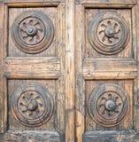 Detalles de una puerta italiana antigua Fotos de archivo