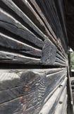 Detalles de y fachada de madera vieja de la casa en el pueblo de Csernat, transporte Fotos de archivo