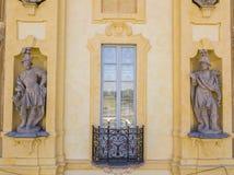 Detalles del chalet de Arconati, de las ventanas de la estatua y de los balcones Chalet Arconati, Castellazzo, Bollate, Milán, It Imagen de archivo