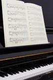 Detalles del interior/de la construcción del piano Imagen de archivo