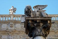 Detalles del león de St Mark en el delle Erbe de Piazze fotografía de archivo libre de regalías
