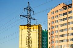 Detalles del nuevo edificio de varios pisos colorido construido imagenes de archivo