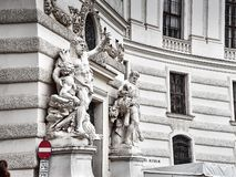 Detalles del palacio de Hofburg en centro de ciudad de Viena fotos de archivo