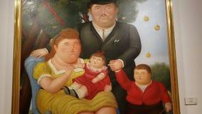 Detalles del primer del aceite y de la pintura acrílica surrealistas de la familia de Botero metrajes