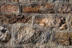 Detalles del primer de la pared natural de la roca en refugio de la montaña foto de archivo libre de regalías
