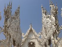 Detalles del templo blanco de las manos, khun del rong del wat, Chiang Rai imágenes de archivo libres de regalías