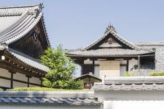Detalles del templo japonés de madera tradicional imagenes de archivo