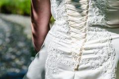 Detalles del vestido y de los accesorios de boda de la novia Imagen de archivo