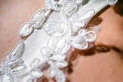 Detalles del vestido y de los accesorios de boda de la novia Foto de archivo