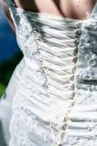 Detalles del vestido y de los accesorios de boda de la novia Fotografía de archivo