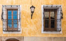 Detalles en fachada en ciudad vieja Foto de archivo