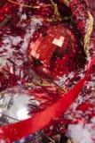 Detalles rojos de la decoración de la Navidad Fotografía de archivo