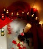 Detalles románticos en bathtube Imagen de archivo libre de regalías