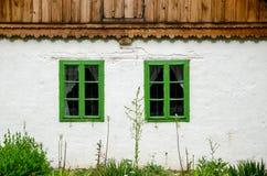 Detalles rurales auténticos del architecure - ventanas Fotografía de archivo libre de regalías