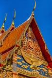 Detalles tailandeses tradicionales del frente del templo Fotografía de archivo